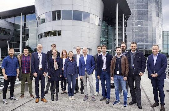 Here we go! The start-ups are looking forward to their time in the Volkswagen Future Mobility Incubator in Dresden. Photo: Volkswagen AG